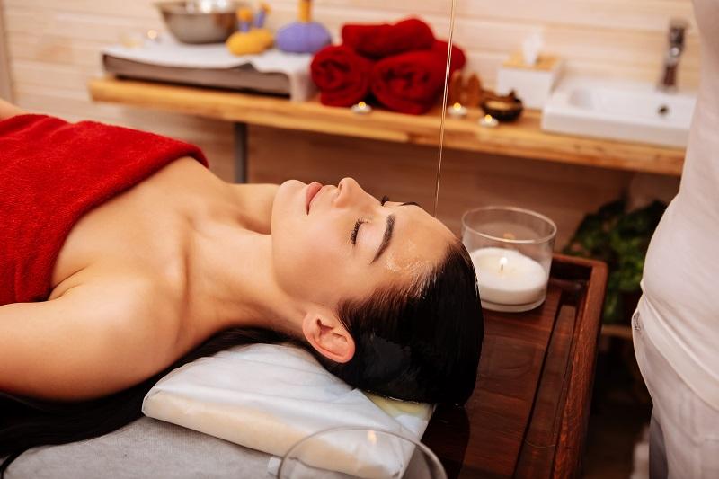 benefici del Massaggio Shirodhara