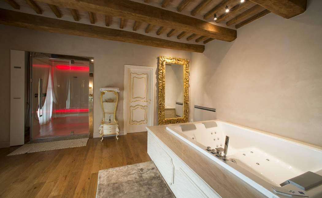 Room suite spa
