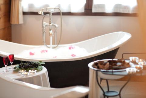 Bagno in coppia nelle vasche romantiche