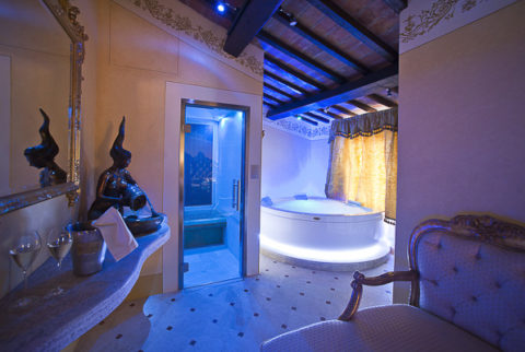 Una Notte in Suite con Spa Privata in Camera al Relais La Corte Dei Papi a Cortona